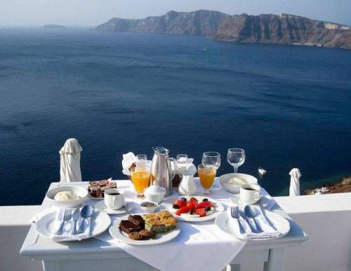 Breakfast on the ocean