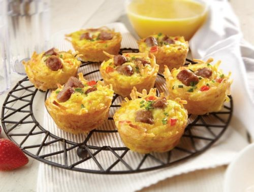 Amazing Breakfast Muffin Cups made with hash browns, sausage, eggs, Mexican blend cheese and red pepper. 600×455 pixels