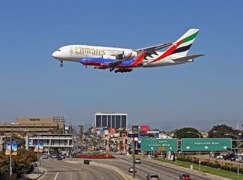 Airbus A380 vs Boeing B737 On Approach to LAX (720×534 pixels)
