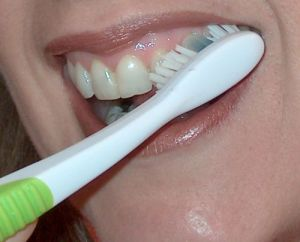 How-To-Properly-Brush-Your-Teeth