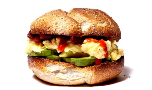egg-and-avocado-breakfast-sandwich-940x560