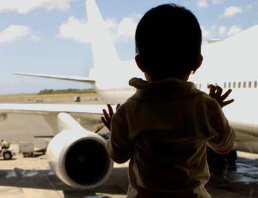 airport-child-750-375x288