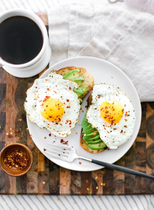 Avocado and eggs on toast (http-::laurenkelp.com:food-and-drink:avocado-toast:)